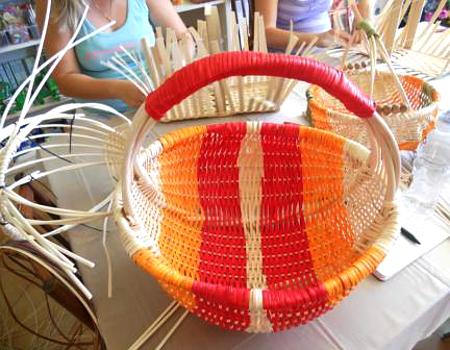 Pletení košíků z pedigu. Použití různých barev b585ccc175